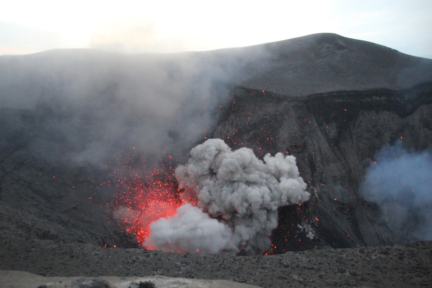 mt yasur day