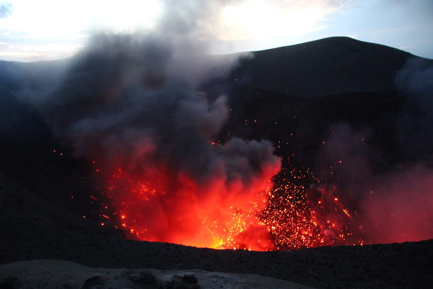 mt yasur evening