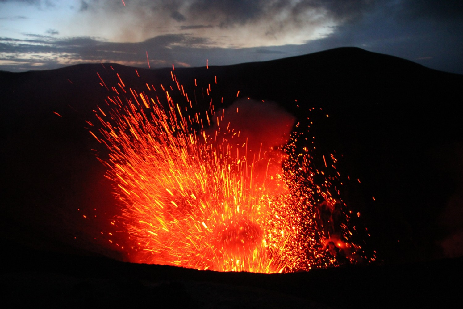 mt yasur night